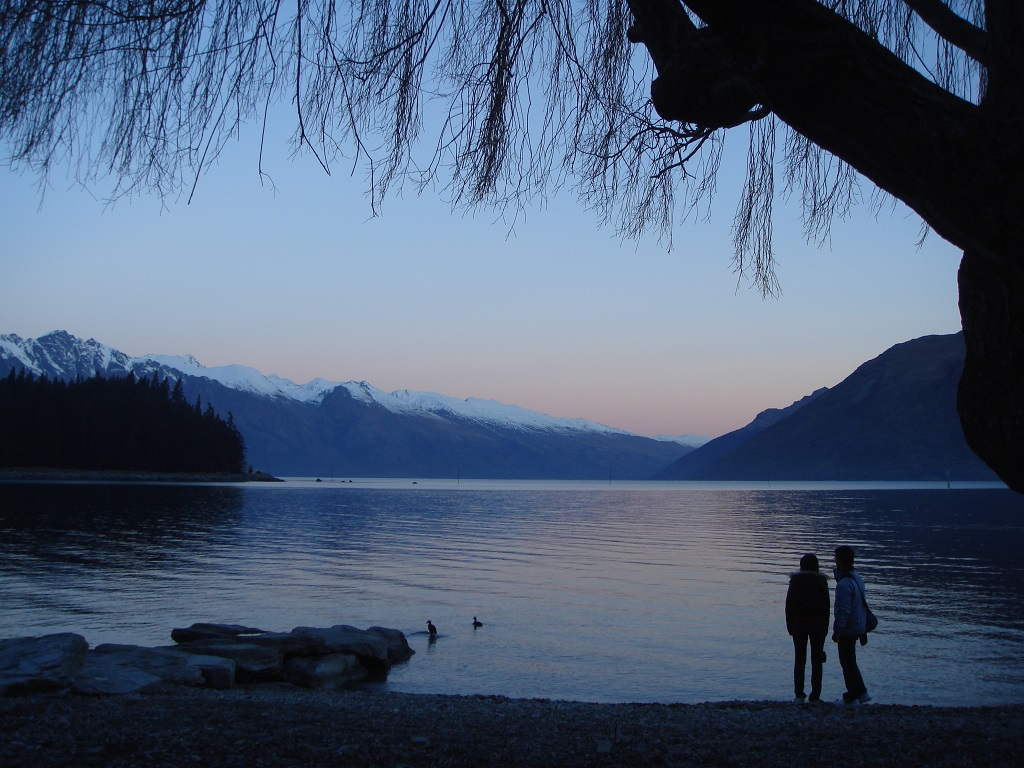 Queenstown - sunset over Lake Wakatipu