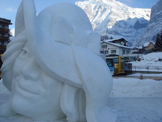 Grindelwald - face sculpture at the International Snow Festival