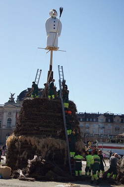 Sechseläuten - Mr Böögg being erected